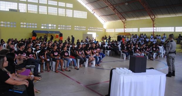 Evento reuniu cerca de 800 pessoas, entre alunos, educadores e diretores escolar
